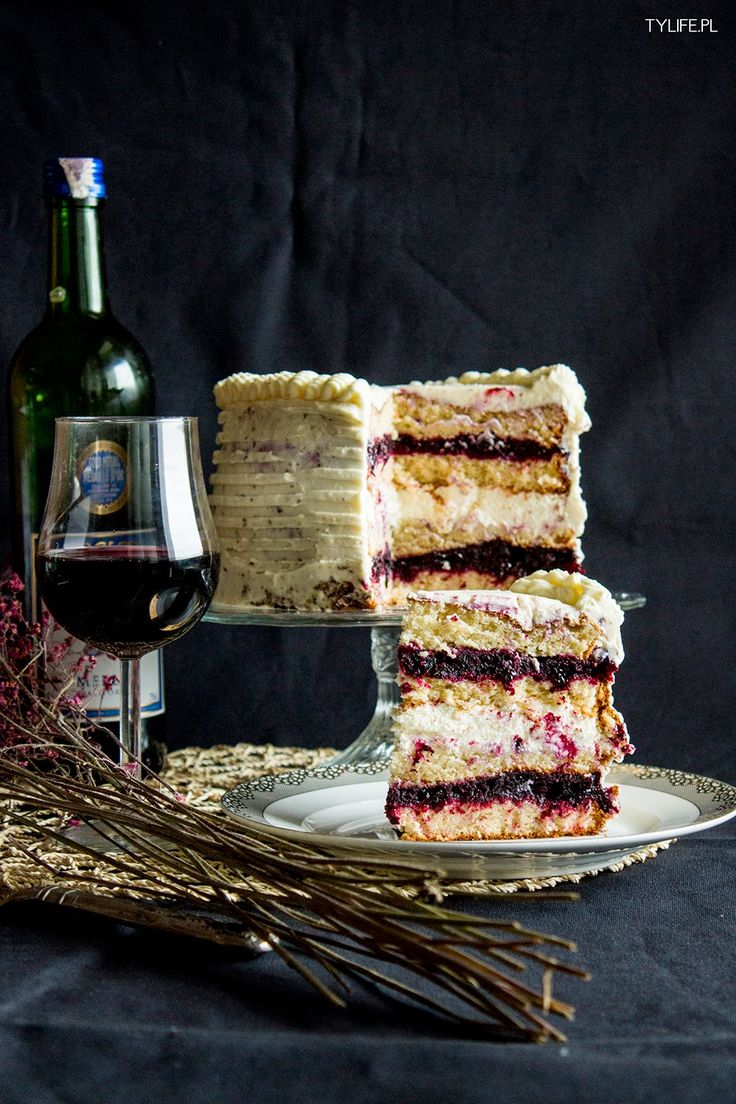 Blackcurrant and mascarpone cream torte