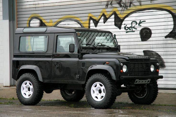 // Land Rover Defender