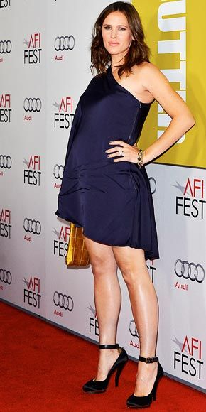 get it girl! jennifer garner. pregnant and sexy. love those heels!