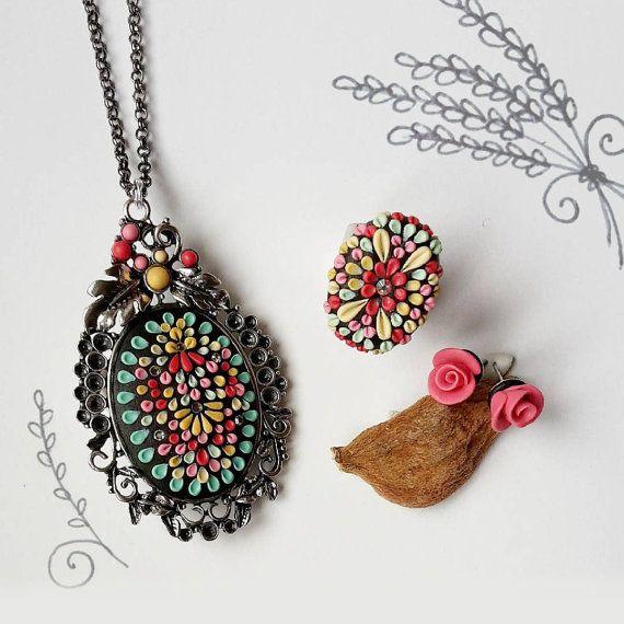 Collana  Anello  Orecchini  Parure floreale  di RoxAngel78Bijoux
