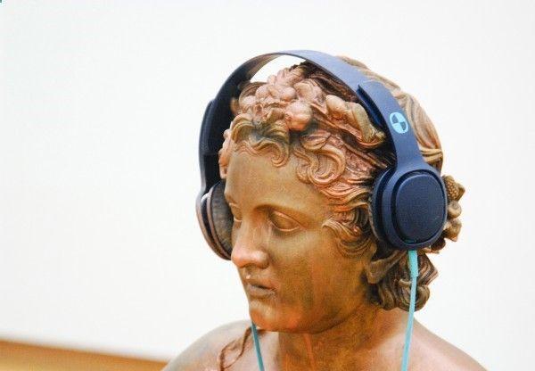 Isa Genzken - Untitled - Bronzen sculptuur, hoofdtelefoon en CD-speler (detail)http://www.lost-painters.nl/stedelijk-museum-isa-genzken-mach-dich-hubsch%E2%80%8E/