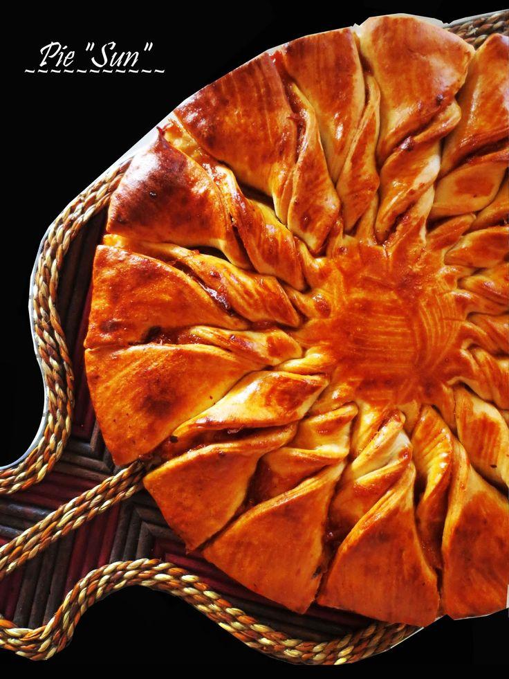 Для пирога можно использовать любое дрожжевое тесто. В данном сообщение, я показала как формируется этот вид пирога.                ...