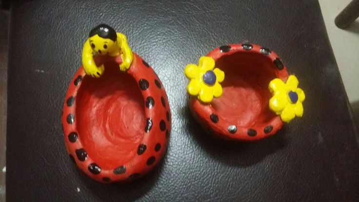 Tiny Clay pots to put the things in