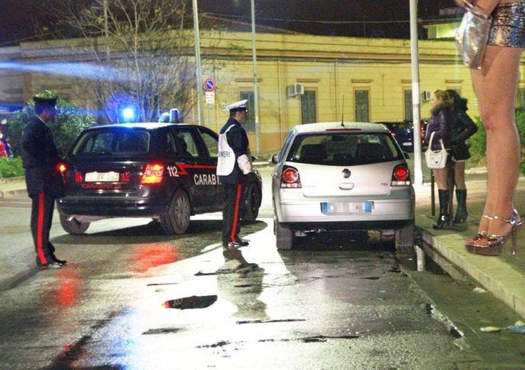 Scene a luci rosse tra prostitute e clienti: protestano i residenti