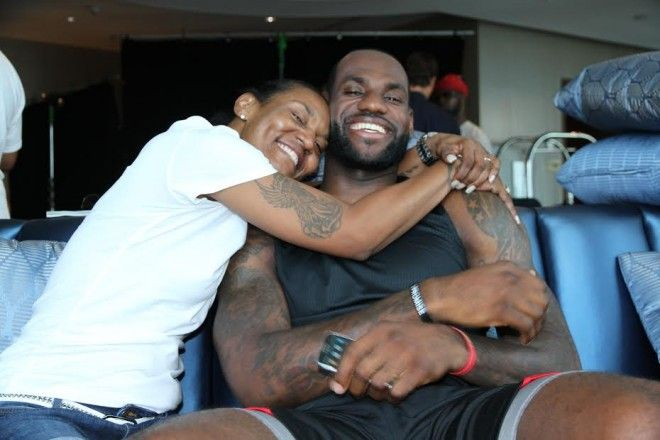 lebron james mother | LeBron James and Mother Gloria James LeBron James Pens Open Letter To ...