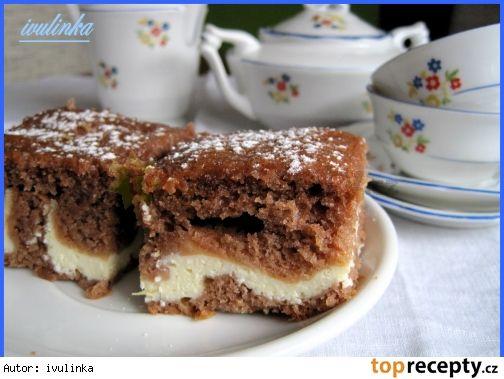 Kakaové těsto: 2 hrnky hl. mouky, 1 hr. mléka, 1 prdopeč, 2 vejce, 1 hr. cukru, 3/4 hr. oleje, 2 PL kakaa, citrónová kůraušleháme vejce, cukr, olej + ostatní suroviny. 2/3 těsta nalejeme na plech. Rozmícháme tvarohové - bílé těsto a nalejeme na kakaové těsto. (Pod tvaroh můžeme dle možnosti naklást různé ovoce) . Vše zalejeme zbylým kakaovým těstem a pečeme na 170°C dosucha    Bílé těsto: 2 měkké tvarohy, 2 vejce, 1 vanilk. cukr, 1 vanilkový puding, 1 hr. mléka, 1 hr. ml. cukru,
