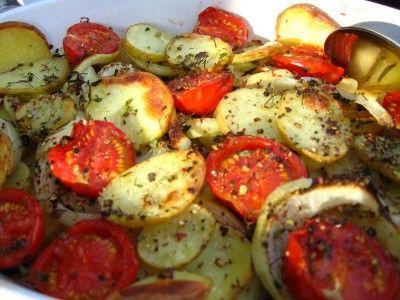 Ovnsstekte poteter med løk og tomater - TRINEs MATBLOGG