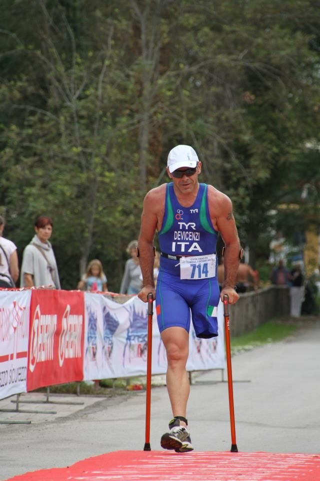 ANDREA DEVICENZI (Paratriathlon Atlete) con le TOMPOMA.-the best crutch ever built. www.tompoma.com