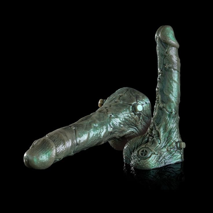 We love a good horror story, and the Fleshlight Freaks Frankenstein dildo is the ultimate Halloween inspired hook-up. This green dildo is a daring pick and features 10.5 inches of petrifying pleasure.