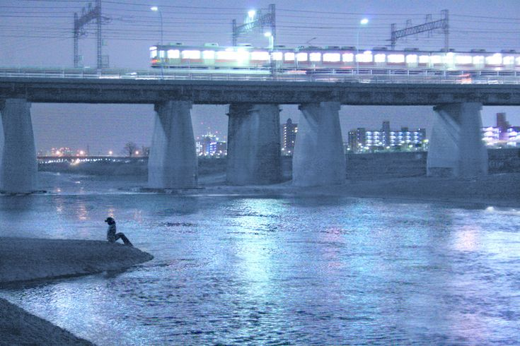 "Yukihiro Yoshida : look girl ""destination"" http://digianalogue.com/photoblog/archives/2008/01/look_girl_destination.php  : #Tokyo #東京 #Japan #日本 #Train : #osanpocamera #digianalogue : #YukihiroYoshida #Photography"