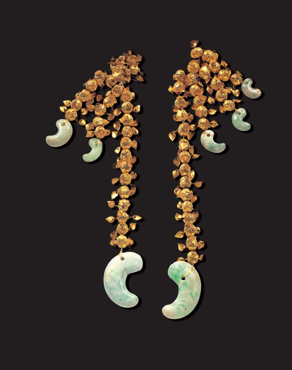 Gold Pendants The pendants were made from linked gold beads decorated with tear-shaped metal flakes. Unfortunately, the beads were scattered in the tomb, so they cannot be restored to their original form.