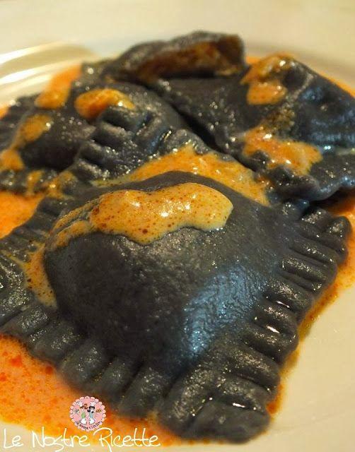Ravioli al nero di seppia con salmone e gamberi