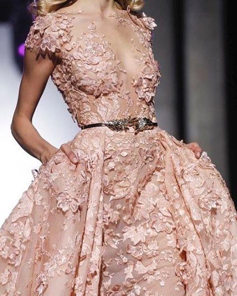WEBSTA @ fashionistaoverdose - Alta costura ✨ Vestido de Princesa 👑💕😍.....#vestido #vestidos #vestidodenoiva #vestidosdenoiva #noiva #noivas #casamento #bride #brides #bridaldress #bridal #bridalwear #modanoiva #bridal #bridalgown #bridaldress #fashion #moda #modafeminina #modablogueira #modaparameninas #modaparamulheres #princesa #princess #princessdress #vestidoprincesa #altacostura #cinderella #cinderela #gown #gowns #statement