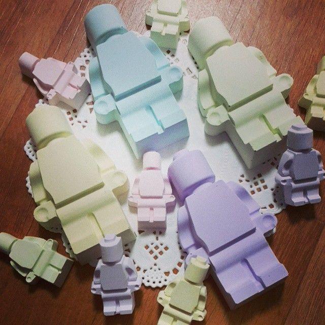 레고.. 출격 완료♡ #석고방향제 #석고오너먼트 #레고#Lego #handmade #핑크쟁이쏘 #선물 #지인선물강추 #송풍구클립형 #답례품 #돌답례품 #색감넘이뻐♡ #자뻑쩐다증말