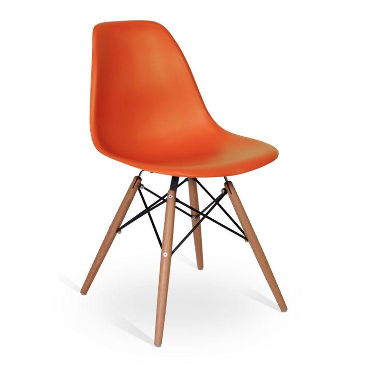 La CHAIR WOOD STYLE está inspirado en uno de los modelos más populares del diseño de vanguardia del siglo XX. Elegancia, comodidad y estilo se unen para dar un toque especial a su comedor o su oficina. El respaldo está fabricado de polipropileno, un material que se adapta perfectamente a la forma del cuerpo, que proporcionará una alta durabilidad al producto, y las patas han sido fabricadas con madera de haya de calidad superior, proporcionando solidez y resistencia a la silla.
