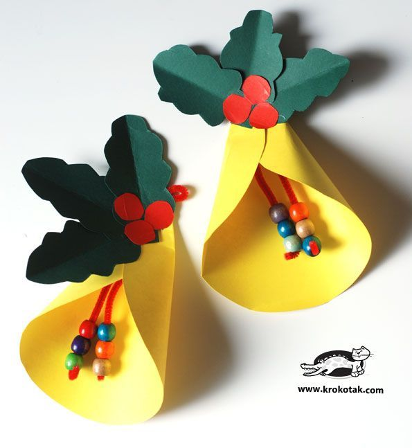 An DIY easy bell and paper wreath, could be a pair for simple decor item for kids