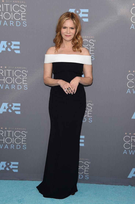 All the Looks from the 2016 Critics Choice Awards  - Jenifer Jason Lee