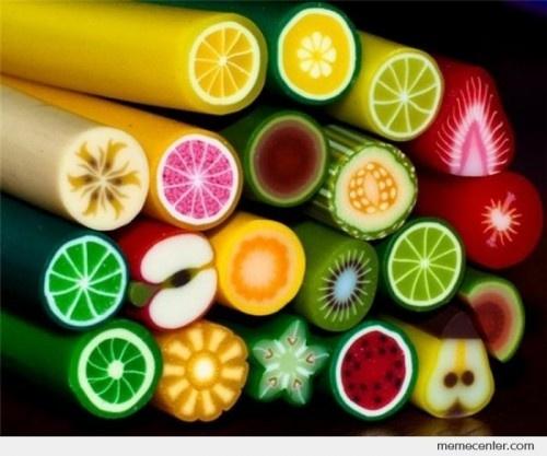 bonbons et tranches de fruits