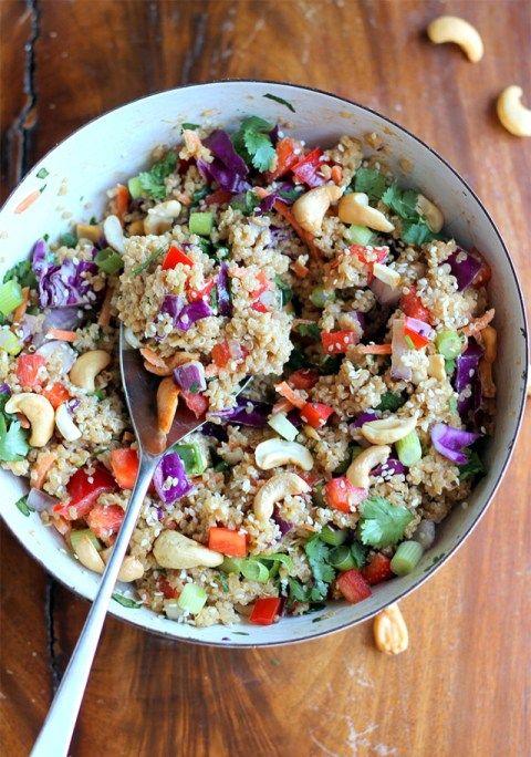Je continue mon petit tour de Pinterest côté «food» pour m'inspirer au quotidien. Les jours raccourcissent, le temps est toujours gris (ça, ça n'a toujours pas changé) mais j'ai encore envie de plats d'été, de salade, de fruits… Voici donc une sélection de recettes qui m'ont inspirées ces derniers temps ou que j'ai très envie de réaliser bientôt : SALÉ Salade croquante de quinoa, gimbembre, noix de pécan… (EN) Toasts Beans-avocat-oeufs & co pour un brunch (EN) Rouleaux de printemps Pêch...