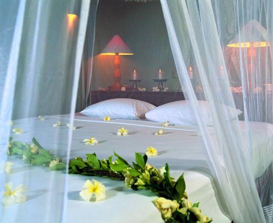 Bedroom:Romantic And Sensual Bride Bedroom Sprinkling Flowers Decoration Simple Modern Bed Frame Comforterset Nightlamp Nightstand Candle Pillow