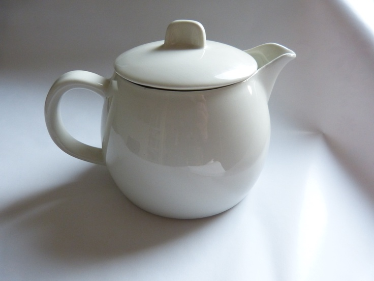 Original Arabia teapot, probably from Teema-series. Who can tell me?