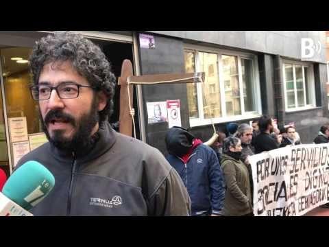 """Berri-Otxoak denuncia con una horca el """"ahogo de la participación ciudadana y derechos sociales"""""""