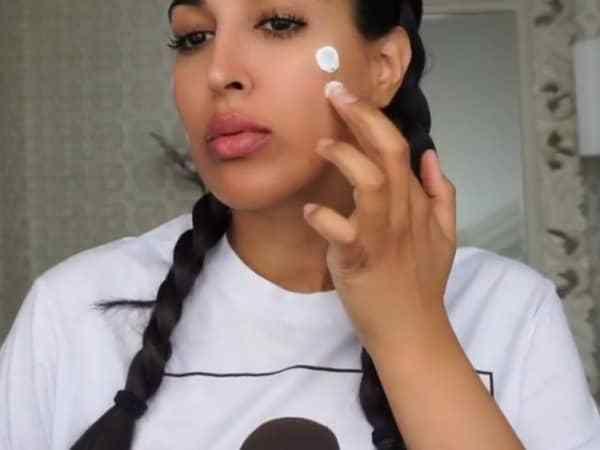 Beautyblogger Farah Dhukai to the rescue Als jij net als zovelen van ons last hebt van een onzuivere huid met (kleine) puistjes...