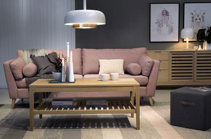 Finare soffa än MEMORY får man leta efter! Inbjudande, stilren, modern och klassisk - allt på samma gång. Här tillsammans med soffbord och sideboard från serien LIGHT. #Stilrent #Pastell #Soffa #SvenskaHem #LinieDesign #Pholc