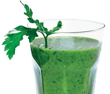 Gröna bladgrönsaker är toppen för kroppen. Testa en fräsch drink på spenat – godare än det låter!