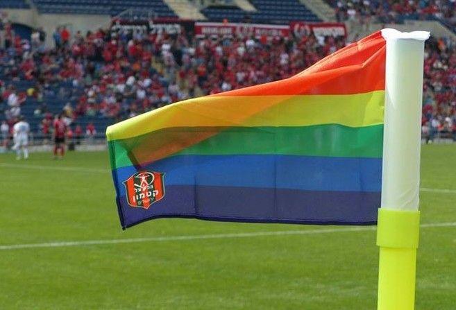 La Asociación de Fútbol Israelí instada a sancionar a equipo por sustituir los banderines de corner por la bandera gay