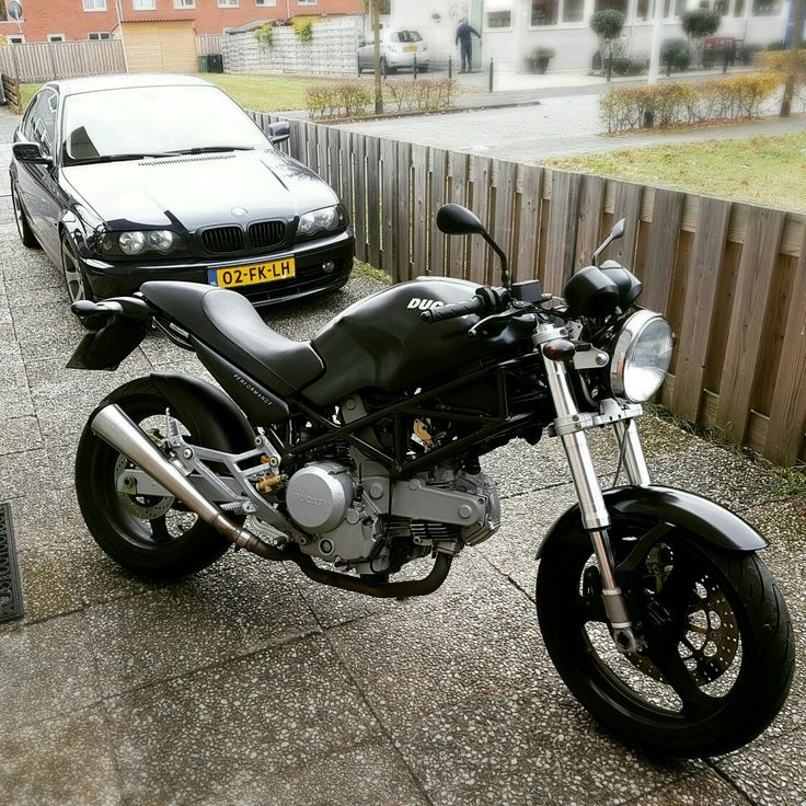 Ducati monster /Bmw coupe. 👍😎 nice combi.