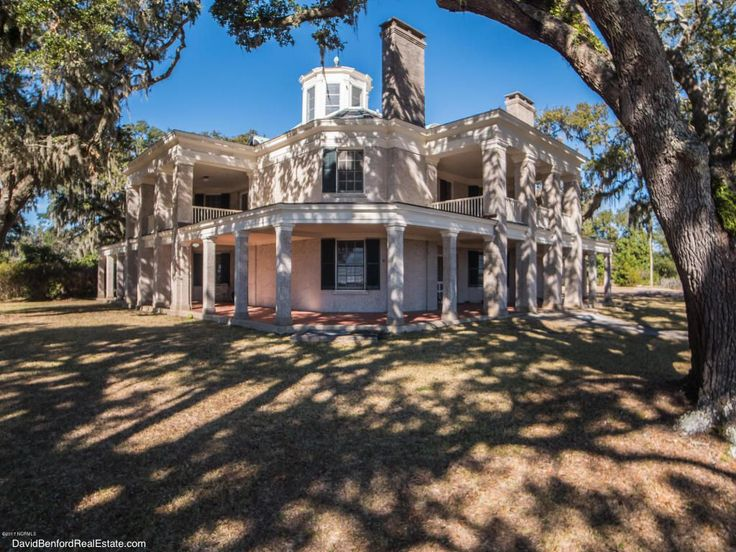 Live Oaks located in Wilmington, NC was designed by Henry Bacon, who also  designed the Lincoln Memorial. This beautiful home sits on 7 acres on the  ...