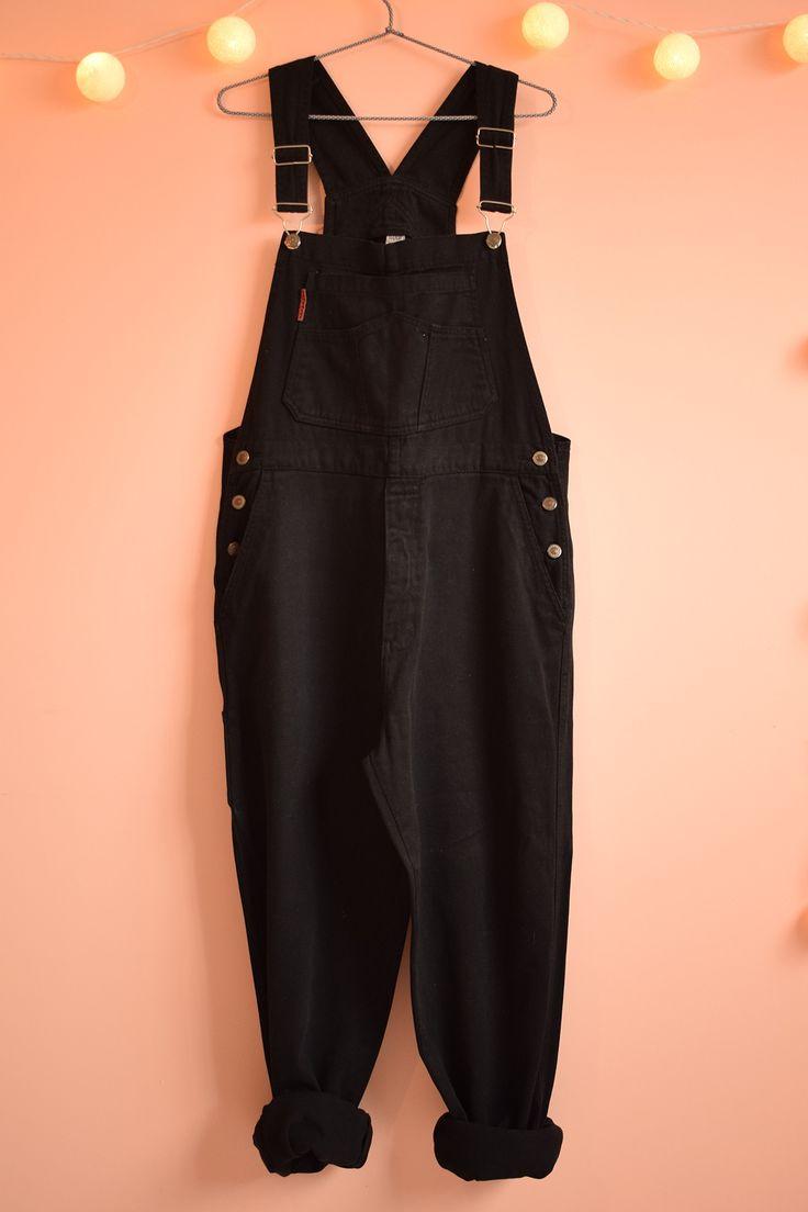 DESCRIÇÃOJardineira vintage em jeans preto de altíssima qualidade, resistente e macio. Clássica, em perfeito estado, como nova. Tamanho 42.  MedidasCós: 96 cmQ