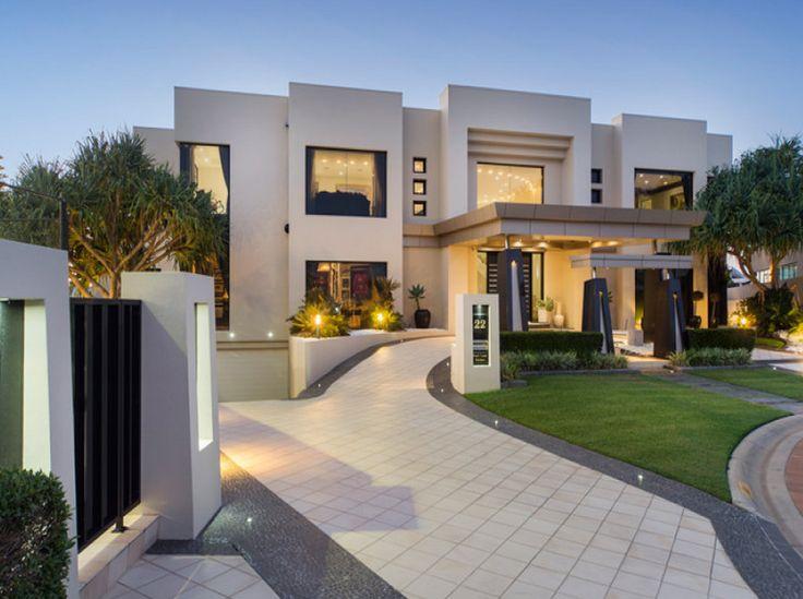 Contemporary waterfront mansion in queensland australia