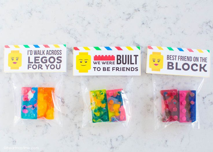 LEGO Crayons and Free Printable Tags (from the site this was pinned from), these would make great party favors, or gifts for children or teachers.  Great way to recycle old broken crayons!
