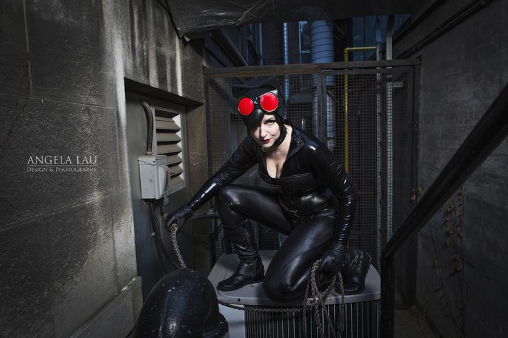 Catwoman Cosplay by Ray Retro with photography by Angela Lau Design & Photography | #batman #gotham #catwoman #cosplay #thegeekettes #geekettes