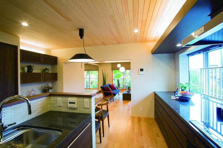黒御影石のカウンタートップが高級感を際立たせます。|キッチン|インテリア|カウンター|タイル|モダン|ダイニング|おしゃれ|壁面収納|ウッド|リビング|リフォーム・リノベーション|