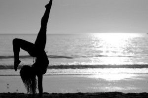 Abdominal Weight Loss: Yoga can help you lose the gut.Beach Fun, Beach Sunsets, Summer Sunsets, Backgrounds, Girls Power, Wake Up, Yoga, Dance, Handstand