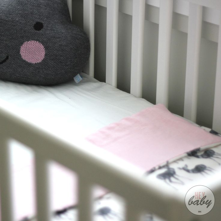 Kids stylish wooden clothing racks and cot quilts #heybabylabel heybabylabel.com