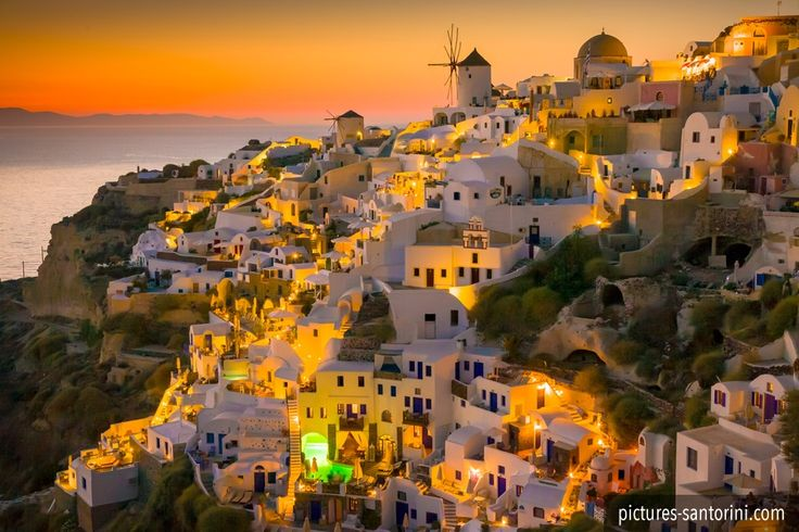 The famous sunset in Oia, Santorini.