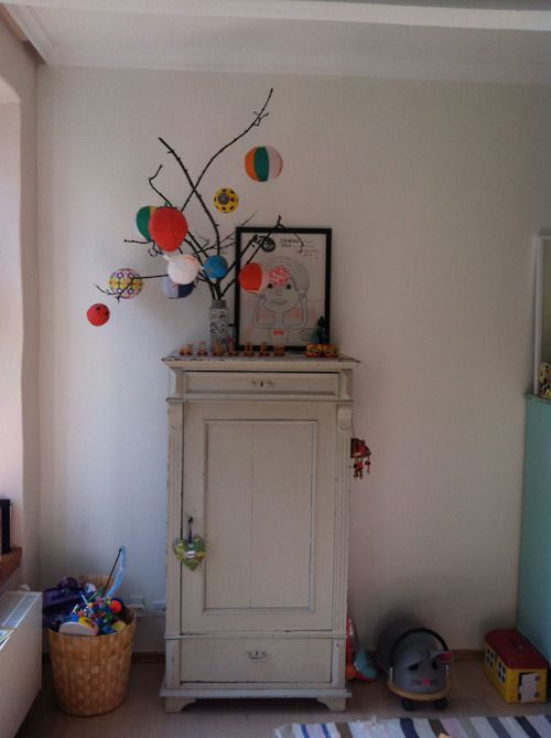 paper balloons: Paper Balloon, Cars Collection, Paper Lanterns, New Rooms, Cabinets, Trees Branches, Old Cabinets, Dreams Cars, Kids Rooms