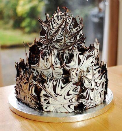 Как легко превратить простой торт в праздничный? Делаем украшение из шоколада