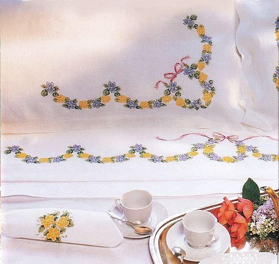 118 best images about tutto schemi a punto croce on pinterest cross stitch free patrones and - Disegni punto croce per tovaglie da tavola ...