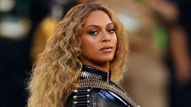 Mesmo tendo uma 'ala' dedicada a si, Beyoncé desistiu de desfilar no carnaval do rio https://angorussia.com/cultura/mesmo-ala-dedicada-si-beyonce-desistiu-desfilar-no-carnaval-do-rio/