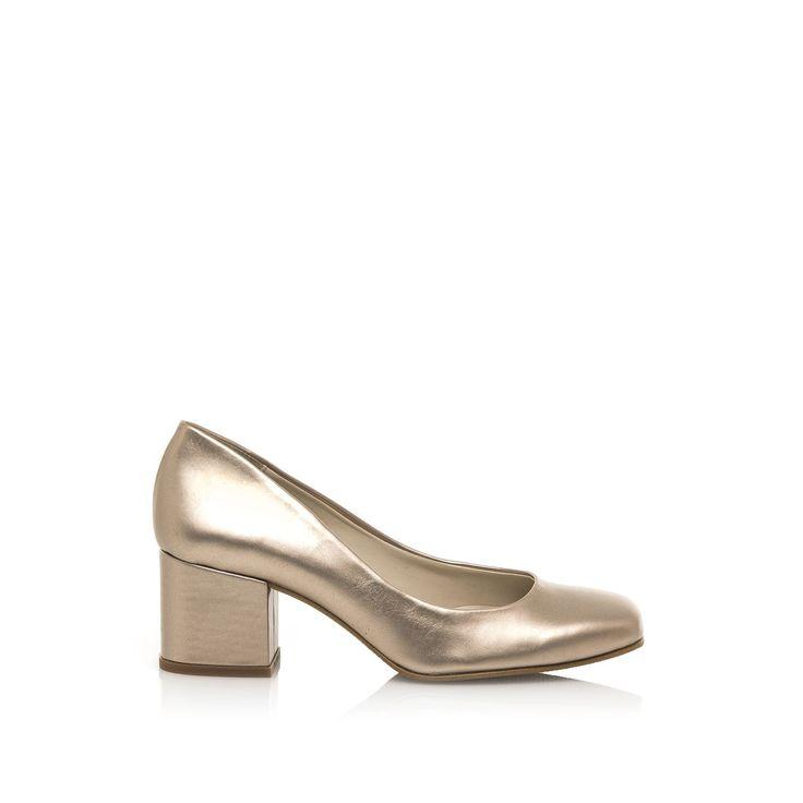 Zapatos+abiertos+de+tacón+ancho+(4+cm+aprox.).+Camina+con+determinación+en+el+trabajo+o+de+fiesta+con+estos+zapatos+elegantes+y+estables,+con+un+tacón+robusto+y+seguro.+Este+modelo+está+disponible+en+varios+estilos+y+composiciones:+antelina,+charol+o+metalizado.+¿Con+cuál+te+quedas?