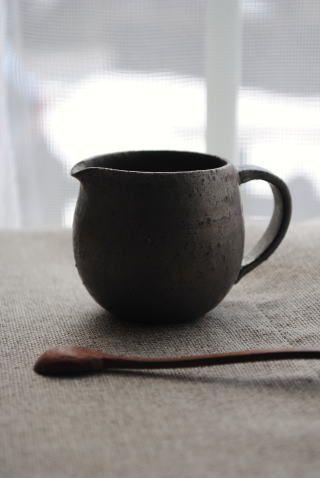 藤田千絵子「黒土クリーマー」の商品詳細ページです。