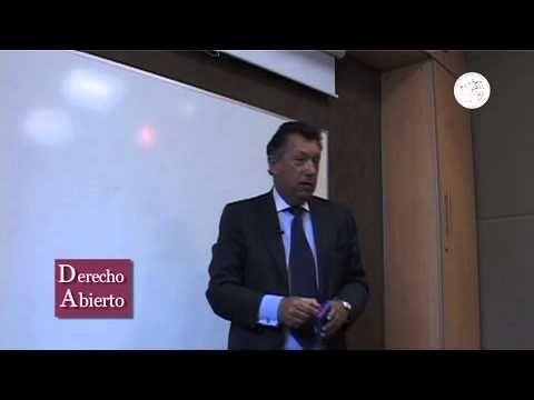 El profesor Roberto Dalla Via, profesor de la facultad de derecho de la Universidad de Buenos Aires, a través de este video, nos introduce a una de sus clases magistrales, en la que se aborda el tema de la Constitución en términos generales.