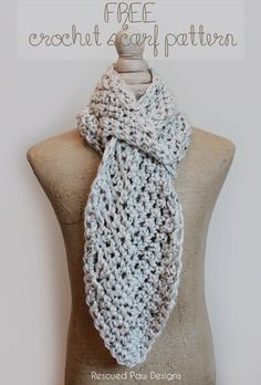 This leafy keyhole scarf made with Hometown USA is super adorable. Check out the crochet pattern by @rescuedpaw.