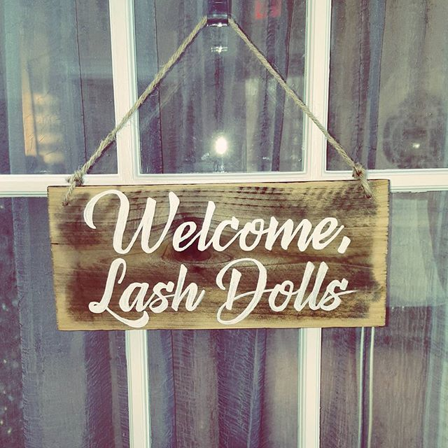 Loving my new welcome sign for my lash room! Thanks @lashesalamode for introducing me to Lauren. ♡