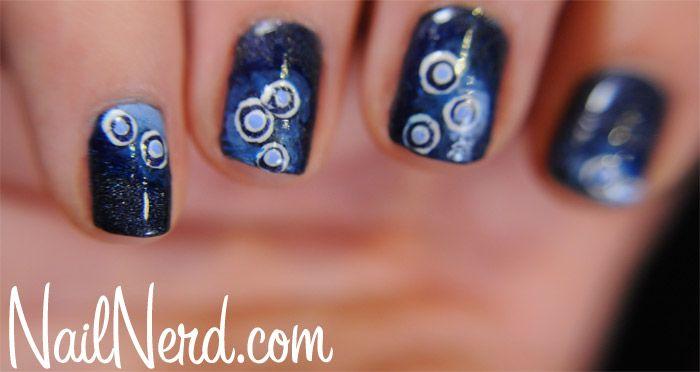 : Manicures Features, Nails Art, Circles Dots, Circles Tristam, Circles Manicures, Blue Swirls, Blue Manicures, Blue Circles, Ayzia Nails